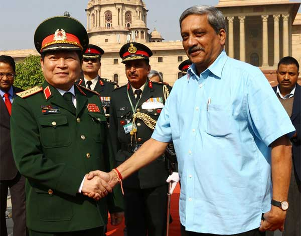 The Union Minister for Defence, Manohar Parrikar receiving the Defence Minister of Vietnam, General Ngo Xuan Lich, in New Delhi on December 05, 2016.