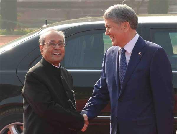President of India, Pranab Mukherjee, receives Alamazbek Sharshenovich Atambaev, President of the Republic of Kyrgyzstan during his ceremonial reception at Rashtrapati Bhavan on December 20, 2016.