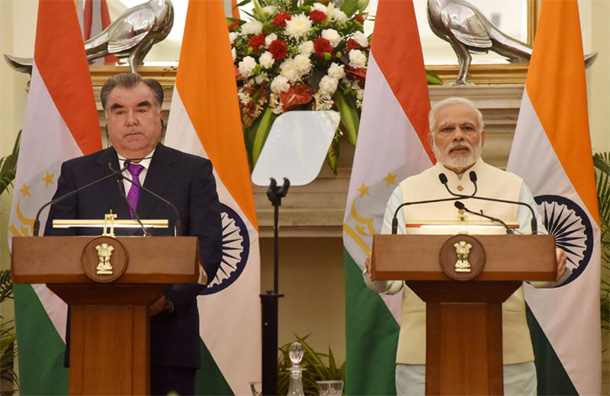 Prime Minister Narendra Modi and the President of the Republic of Tajikistan, Mr. Emomali Rahmon at the Joint Press Statement, at Hyderabad House, in New Delhi on December 17, 2016