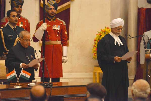 04chief_justice_oath
