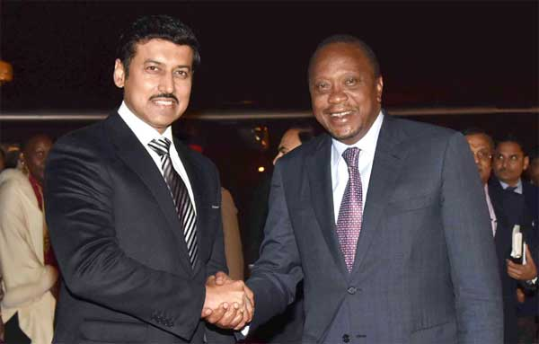 The President of Kenya, Uhuru Kenyatta being received by the Minister of State for Information & Broadcasting, Col. Rajyavardhan Singh Rathore, on his arrival, in New Delhi on January 10, 2017.