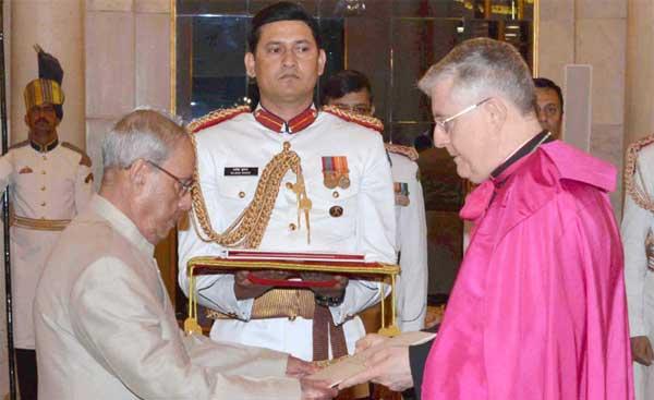 The Apostolic Nuncio-Designate of the Holy See, Msgr. Giambattista Diquattro presenting his credentials to the President, Pranab Mukherjee, at Rashtrapati Bhavan, in New Delhi on March 29, 2017.
