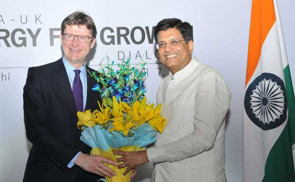 The Minister of State for Power, Coal, New and Renewable Energy and Mines (Independent Charge), Piyush Goyal and the UK Secretary of State for Business, Energy and Industrial Strategy, Greg Clark at the India-UK Energy for Growth Dialogue 2017, in New Delhi on April 07, 2017.