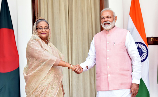 Prime Minister Narendra Modi with the Prime Minister of Bangladesh, Ms. Sheikh Hasina, at Hyderabad House