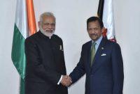 Prime Minister, Narendra Modi meeting the Sultan of Brunei, Hassanal Bolkiah, in Manila, Philippines