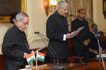 The President of India, Pranab Mukherjee, during the swearing – in – ceremony of the chief information commissioner Rajiv Mathur
