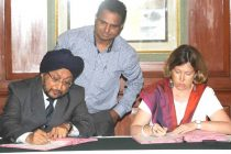 The CMD, IREDA, K.S. Popli and the Director of AFD's Regional Office in New Delhi, Aude Flogny signing the Loan Agreement