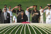 The President, Pranab Mukherjee paying homage at the Samadhi of the former Prime Minister, Pandit Jawaharlal Nehru