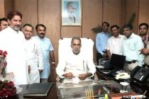Krishan Pal taking charge as the MoS for Road Transport and Highways and Shipping, in New Delhi on May 29, 2014.
