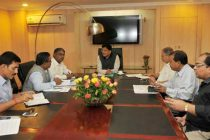 The MoS (IC) for Power, Coal and New and Renewable Energy, Shri Piyush Goyal holding an emergency meeting with the Lt. Governor of Delhi, Najeeb Jung and Senior Officers of Delhi Govt.