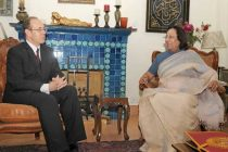 The British High Commissioner, Sir James Bevan meeting the Union Minister for Minority Affairs, Dr. Najma A. Heptulla,