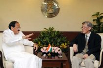 The Ambassador of Singapore to India, Lim Thuan Kuan meeting the Union Minister for Urban Development, Housing and Urban Poverty Alleviation and Parliamentary Affairs, M. Venkaiah Naidu