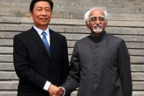 The Vice President, Mohd. Hamid Ansari meeting the Secretary General of the State Council, China, Yang Jing, at Beijing, in China