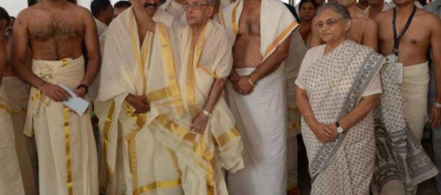 The President of India, Pranab Mukherjee, visiting Padmanabha Swami Temple at Trivandrum
