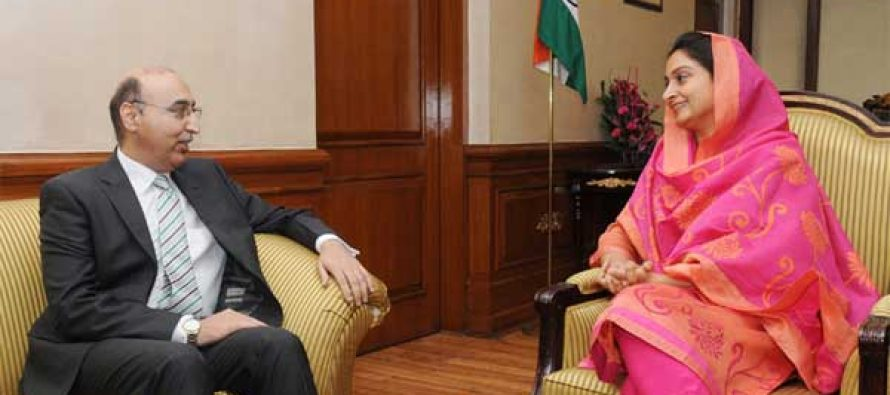 The Pakistan High Commissioner to India, Abdul Basit meeting the Union Minister for Food Processing Industries, Harsimrat Kaur Badal,