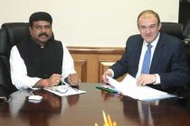 The Secretary of State, U.K., Edward Jonathaon Davey calling on the MoS (IC) for Petroleum and Natural Gas, Dharmendra Pradhan
