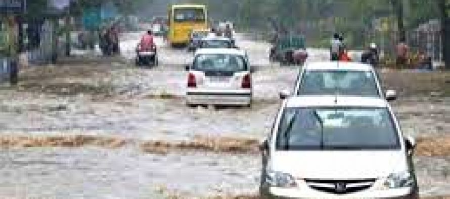 Heavy rains cause waterlogging, traffic jam in Delhi