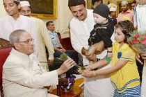The President, Pranab Mukherjee receiving greeting from a child on the occasion of Id-ul- Fitr, at Rashtrapati Bhavan