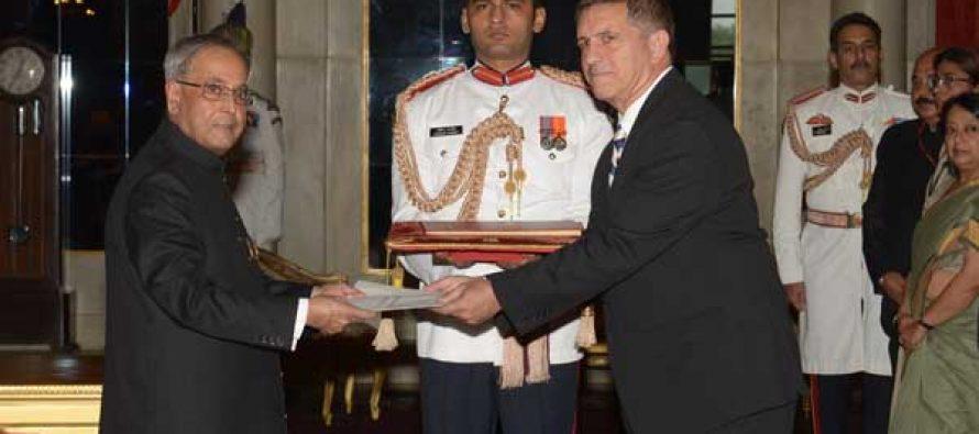 Daniel Carmon, Ambassador-designate of Israel presenting his credentials to the President of India, Pranab Mukherjee