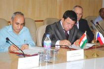 The Chairman, Railway Board, Arunendra Kumar and the Ambassador of Czech Republic in India, Miloslav Stasek signing the MoU