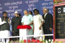The Prime Minister, Narendra Modi unveiling the plaque to dedicate the 765kV Ranchi-Dharamjaygarh-Sipat