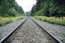 Oil companies propose laying pipelines along rail tracks