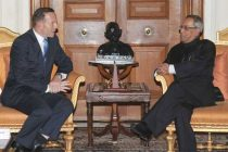 The Prime Minister of Australia, Tony Abbott calling on the President, Pranab Mukherjee, at Rashtrapati Bhavan