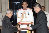 Le Yucheng, Ambassador-designate of People's Republic of China presenting his credentials to the President of India, Pranab Mukherjee