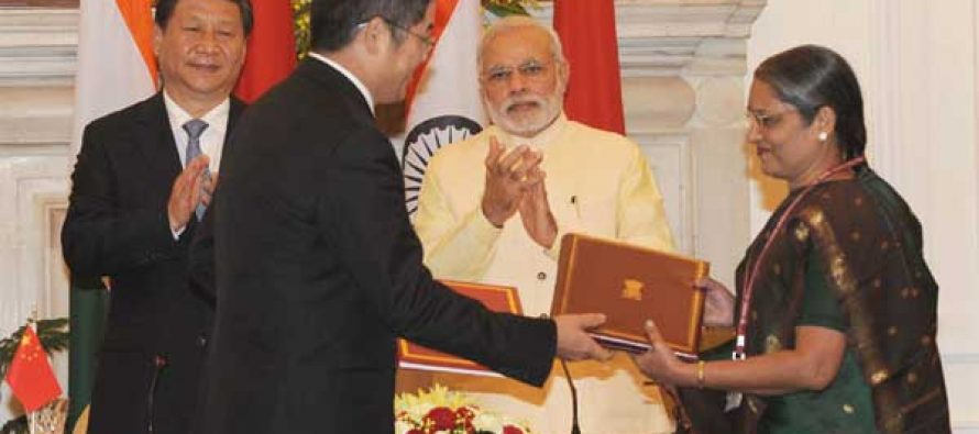 The Prime Minister, Narendra Modi and the Chinese President, Xi Jinping witnessing the signing of agreement
