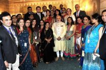 The Prime Minister, Narendra Modi with the organizers of the Indian community dinner in his honour, in New York