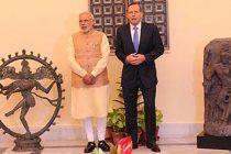 Prime Minister Abbott of Australia returns Shiva Nataraja idol and Ardhanariswara idol to the Prime Minister