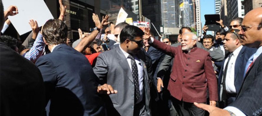 PM Narendra Modi being greeted by the people in New York