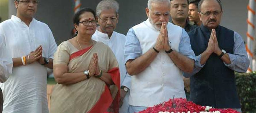 The Prime Minister, Narendra Modi paying floral tributes to the former Prime Minister, Shri Lal Bahadur Shastri, at Vijay Ghat