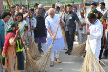 Indians pledge support to Swachh Bharat Abhiyan with pictures, videos