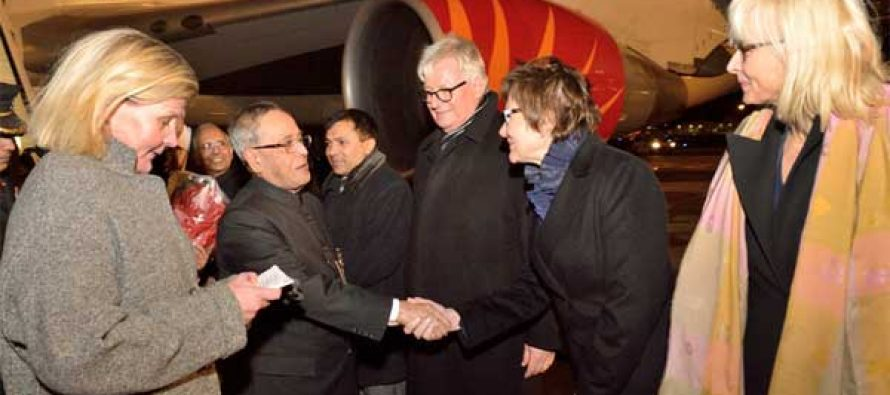 The President, Pranab Mukherjee being received by the Government Officials of Finland on his arrival, at Helsinki Airport,