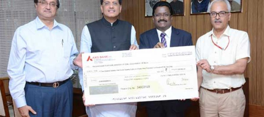 The Chairman-Cum Managing Director, NLC Ltd., B. Surender Mohan presenting a dividend cheque of Rs 271.79 crore to the MoS (IC) for Power, Coal and New and Renewable Energy, Piyush Goyal