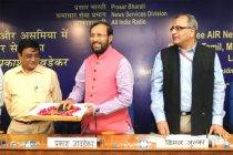 The MoS for Information and Broadcasting (I/C), Environment, Forest and Climate Change (I/C) and Parliamentary Affairs, Prakash Javadekar launching the free News SMS service