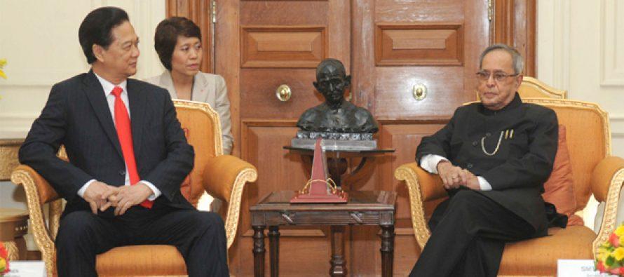 The Prime Minister of Socialist Republic of Vietnam, Nguyen Tan Dung calling on the President, Pranab Mukherjee