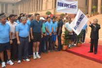 The President of India, Pranab Mukherjee, flagging – off the 'Run for Unity' at Rashtrapati Bhavan on October 31, 2014.