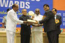 The President, Pranab Mukherjee presenting the Meritorious Award at the SCOPE Meritorious presenting ceremony