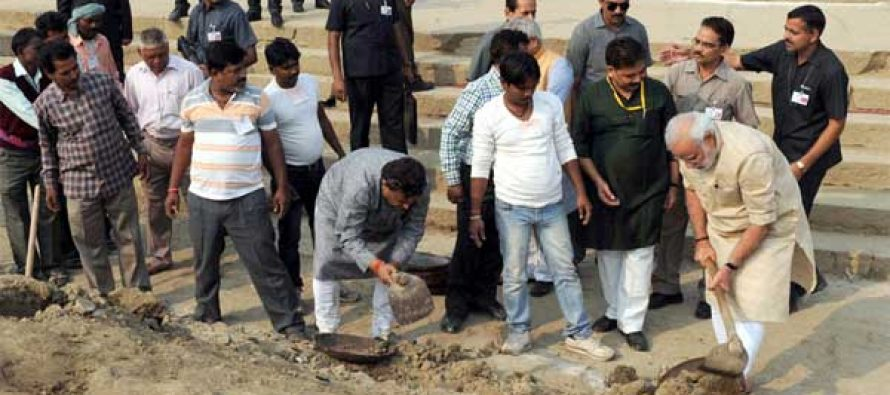 Modi takes cleanliness campaign to ghats in Varanasi