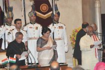 The President, Pranab Mukherjee administering the oath as Minister of State (Independent Charge) to Bandaru Dattatreya