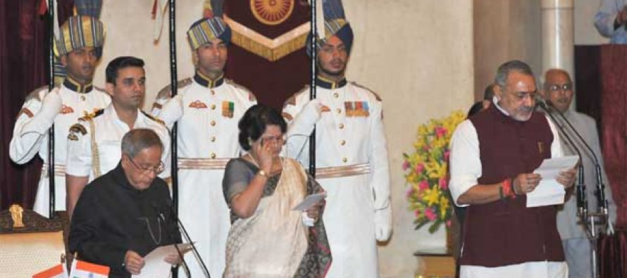 The President, Pranab Mukherjee administering the oath as Minister of State to Giriraj Singh, at a Swearing-in Ceremony