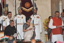 The President, Pranab Mukherjee administering the oath as Minister of State to Vijay Sampla, at a Swearing-in Ceremony