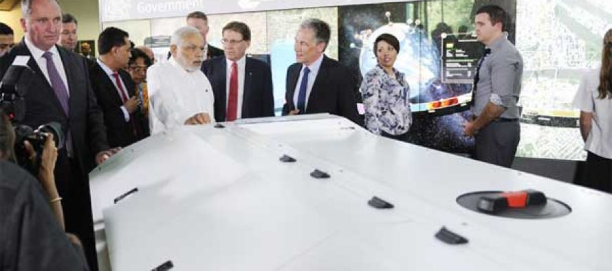 The Prime Minister, Narendra Modi being briefed about Agro Robot, at Queensland University of Technology, in Brisbane