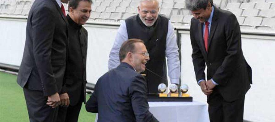 The Prime Minister, Narendra Modi with the Prime Minister of Australia, Tony Abbott,Sunil Gavaskar, Kapil Dev and V.V.S. Laxman