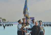The President of India, Pranab Mukherjee awarding Standards to 115 Helicopter Unit and 26 Squadron of Indian Air Force