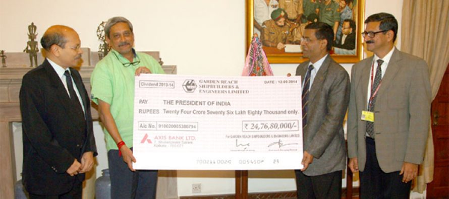 The Minister for Defence, Manohar Parrikar receiving a dividend cheque of Garden Reach Shipbuilders & Engineers Ltd.