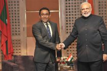 The Prime Minister, Narendra Modi meeting the President of Maldives, Abdulla Yameen, at the 18th SAARC Summit, in Kathmandu