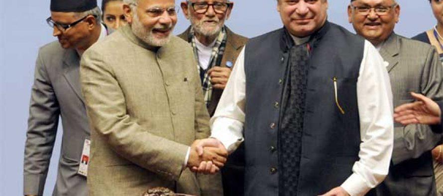 Prime Minister Narendra Modi with the Prime Minister of Pakistan, Mr. Nawaz Sharif at the 18th SAARC Summit